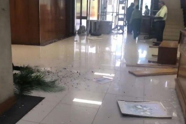 Khung cảnh nhà Quốc hội Papua New Guinea bị đập phá (Ảnh: Facebook)