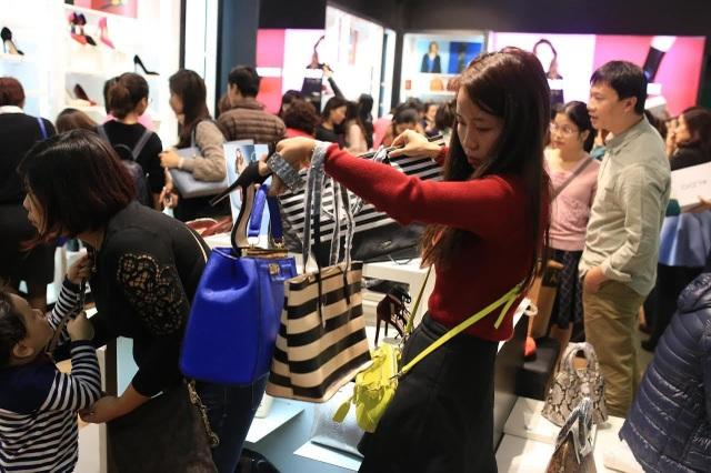 Các các dịp Black Friday, người dân thường đổ xô đi mua những món đồ giảm giá