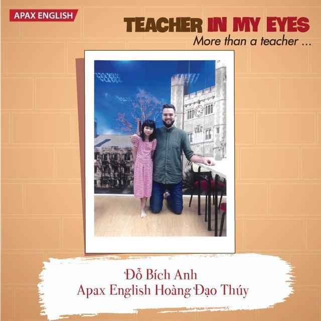 Thầy cô bản ngữ không khỏi xúc động trước tình cảm của các học sinh Việt Nam.