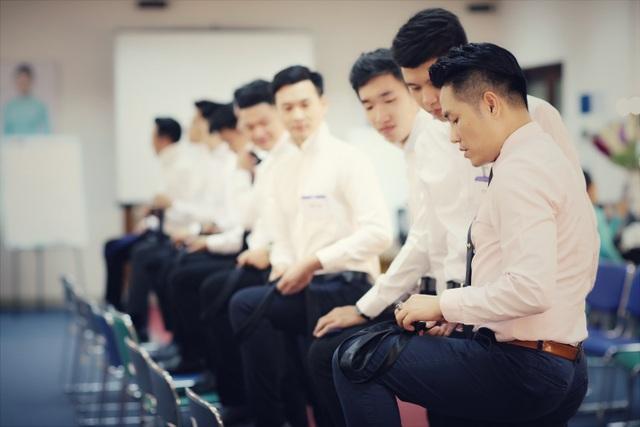 Nam giáo viên Quốc Bảo trong một giờ dạy học