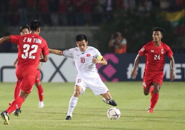 Đội tuyển Việt Nam đang chơi chậm và chắc chắn bên phần sân nhà