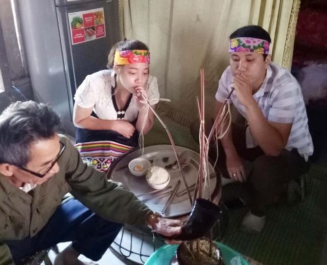 Cuối năm 2017, họ về chung một nhà bằng đám cưới theo phong tục của đồng bào Thái.