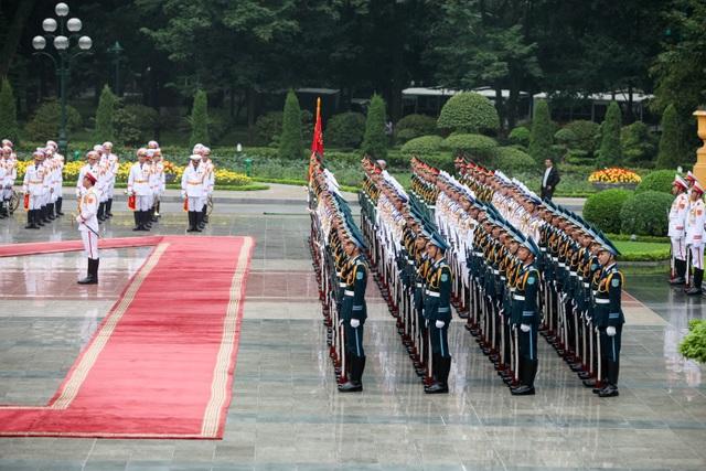 Đội nghi lễ nghiêm trang chào đón Tổng thống Ấn Độ