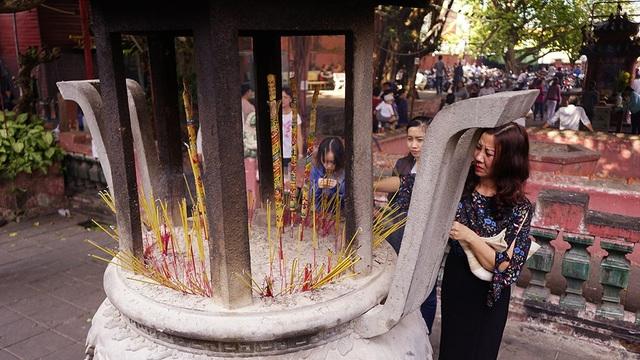 Chùa Ngọc Hoàng từ lâu nổi tiếng linh thiêng trong việc cầu tự của những cặp đôi hiếm muộn