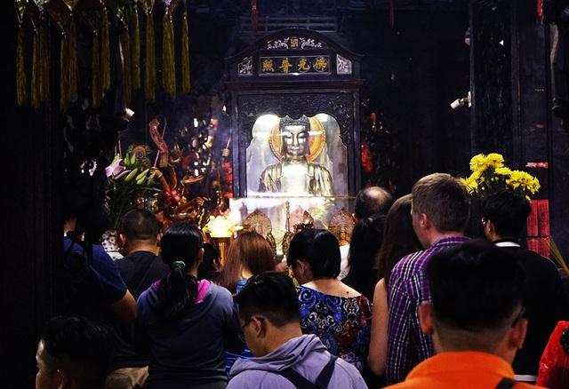 Hạ Ngươn, lượng khách đến chùa cũng tăng lên đáng kể
