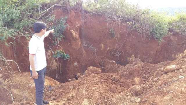 Do tìm đá nên một số vùng sát đến cây trồng và đất bị sạt
