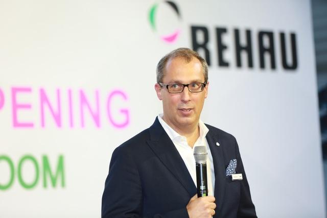 Ông Rafael Daum, Giám đốc điều hành khu vực châu Á - Thái Bình Dương của REHAU phát biểu tại lễ khai trương