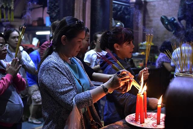 Theo phong tục tập quán Việt tộc, rằm tháng Mười hàng năm được tổ chức trọng thể, vượt thoát phạm vi gia đình và trở thành một lễ hội tâm linh của dân tộc Việt, một sinh hoạt tín ngưỡng mang đậm tính nhân văn nơi chốn già lam tịnh địa.