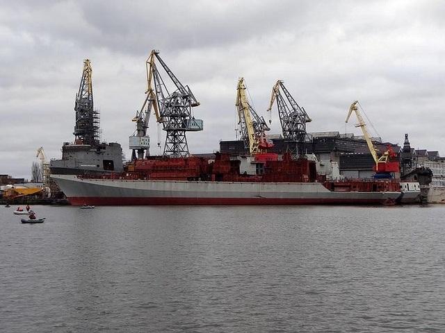 Hai con tàu được bán sang tên đó là chiếc Đô đốc Butakov (số hiệu 360) và Đô đốc Istomin (số hiệu 361), vốn đang trong tình trạng nằm đắp chiếu vì thiếu động cơ.