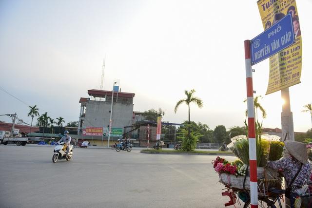 Phố dự kiến dài 900m, rộng 50m, từ ngã tư giao cắt phố Nguyễn Văn Giáp và đoạn nối phố Trần Hữu Dực đến chân cầu vượt phường Xuân Phương.