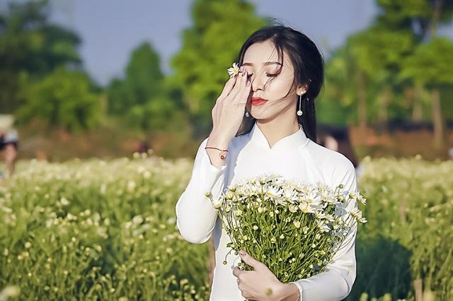 Nguyễn Thị Thu Trang đến từ Hà Tĩnh, cao 1m66 cùng số đo 3 vòng: 88-60-86. 9X hiện là sinh viên năm ba, Học viện Thanh thiếu niên Việt Nam.