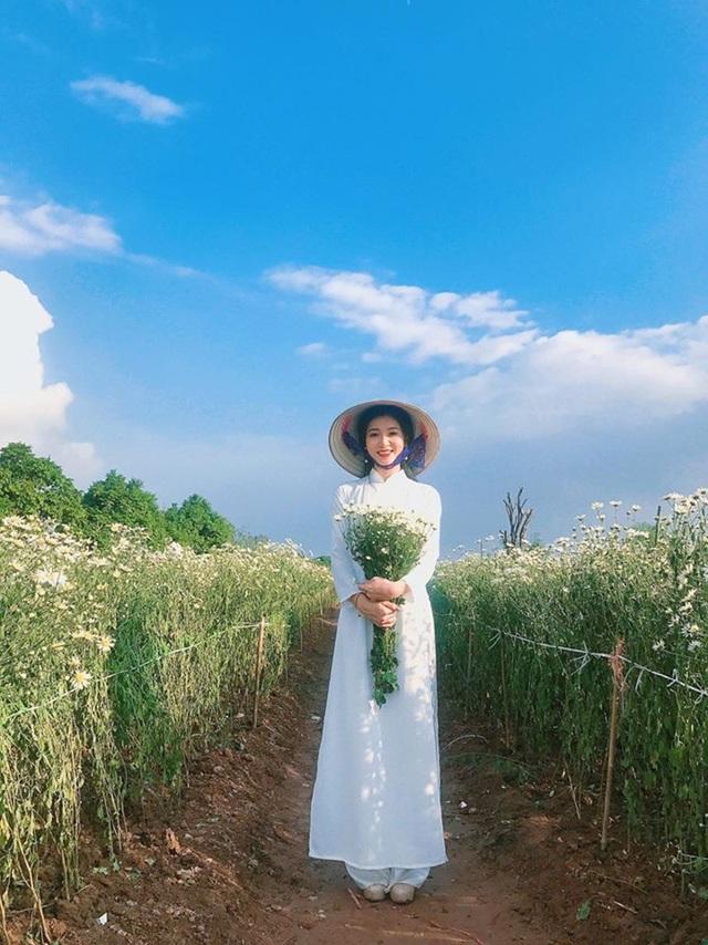 Tự nhận là người vui vẻ, hòa đồng, hoạt bát và có chút nghiêm khắc với bản thân, Thu Trang luôn đặt cho mình yêu cầu cao nhất để tự hoàn thiện bản thân. Ngoài việc học tập ở trường, sở thích của cô là đi du lịch nhiều nơi để trải nghiệm và học hỏi những điều từ cuộc sống xung quanh.