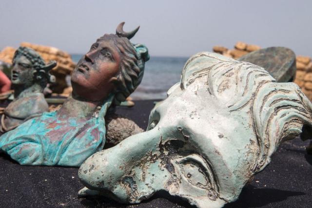 Bất ngờ phát hiện kho báu từ thời La Mã dưới đáy biển Địa Trung Hải - 1