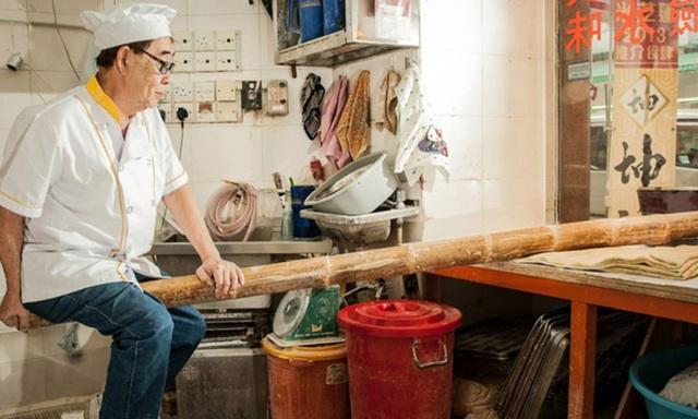 Món mì cổ truyền độc lạ của Trung Quốc được làm bằng…ống tre dài 2 mét! - 3