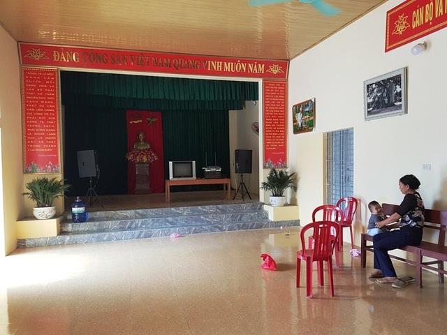 Nhà văn hóa rộng rãi, thoáng mát, sân vận động rộng lớn là nơi sinh hoạt cộng đồng của người dân thôn Phú Cường, thỏa ước mong sau bao năm mong ước.