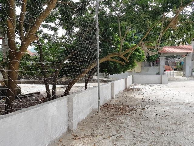 Phần đất người dân thôn Phú Cường mong muốn xã bàn giao đã được đáp ứng một phần, nay làm sân thể thao được xây tường bao gọn gàng, sạch sẽ.