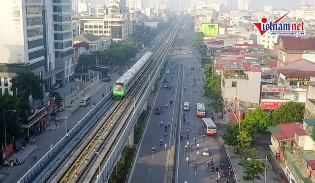 Đường sắt trên cao Cát Linh - Hà Đông vay vốn Trung Quốc, sử dụng nhà thầu Trung Quốc liên tục đội vốn, chậm tiến độ.