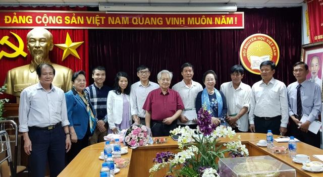 Lãnh đạo Hội KHK và 6 tác giả đạt giải thưởng Khuyến tài – Nhân tài đất Việt 2018.