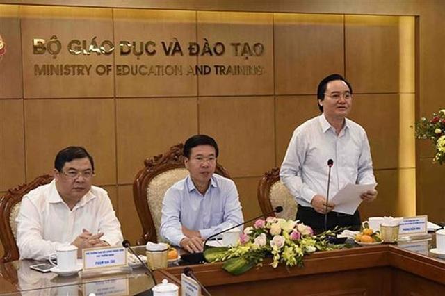 Bộ trưởng Phùng Xuân Nhạ phát biểu tiếp thu ý kiến của Đoàn công tác