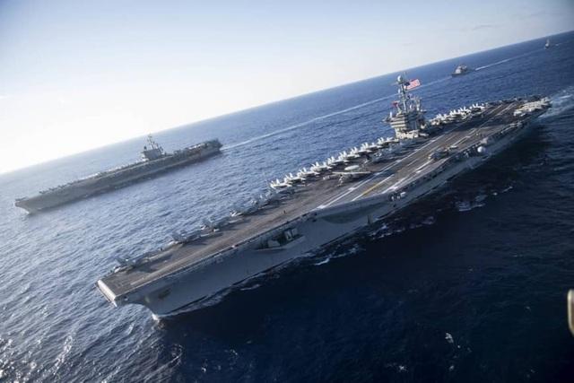 Tàu sân bay USS Ronald Reagan và USS John C Stennis tập trận trên biển Philippines. (Ảnh: US Navy)