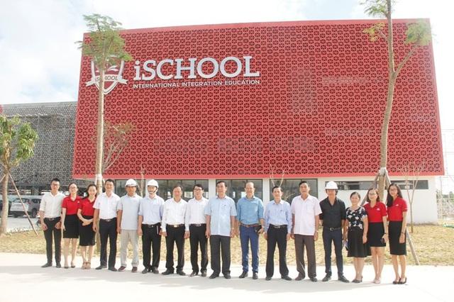 Đây là ngôi trường quy mô lớn, tiêu chuẩn quốc tế đầu tiên được xây dựng tại Quảng Trị.