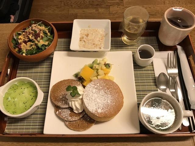 Suất ăn trong nhà hàng sang trọng? Đây là khẩu phần ăn trong một bệnh viện ở Nhật Bản, với các món ăn được chế biến cẩn thận, đảm bảo đủ chất dinh dưỡng, giúp người ăn thấy ngon miệng hơn, thay vì những phần ăn công nghiệp thường thấy.