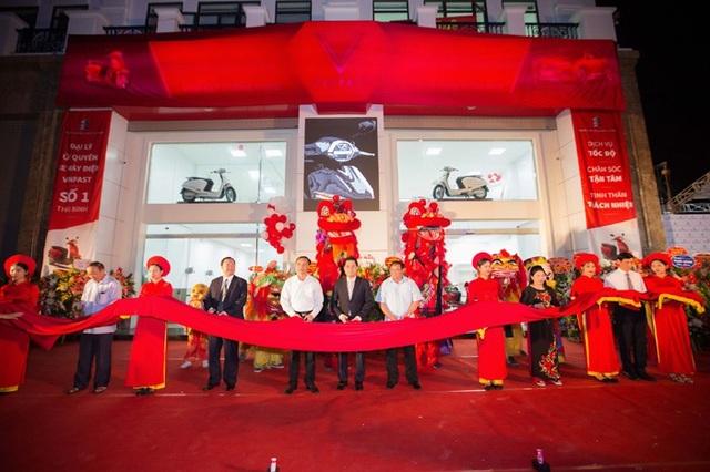 Công ty Cổ phần Đầu tư Xuất Nhập Khẩu Thăng Long chính thức khai trương Showroom Đại lý ủy quyền xe máy điện VinFast tại Thái Bình – VinFast Thăng Long.
