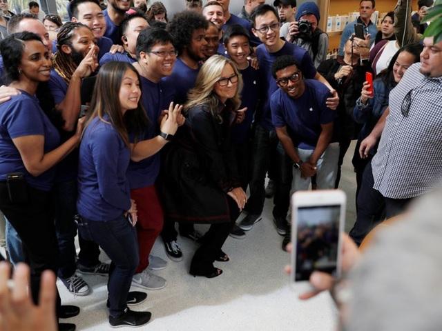 Nữ giám đốc không biết nhiều về công nghệ nhưng hưởng lương cao nhất tại Apple - 14