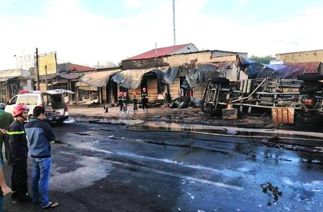 Công an Bình Phước thông tin chính thức vụ cháy 19 căn nhà, 6 người chết - Ảnh 1.