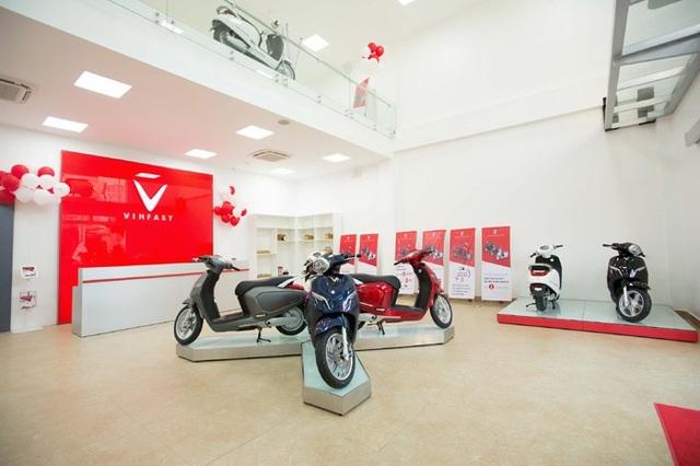 Nổi bật trước showroom là sản phẩm xe máy điện thông minh Klara