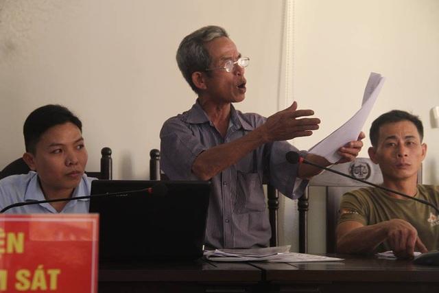 Lão nông Lê Hữu Chí tại phiên tòa xét xử.