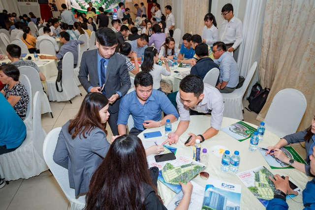 """Chương trình """"Thương vụ đầu tư đất nền cùng Tấn Phát"""" thu hút đông đảo khách hàng tham dự"""