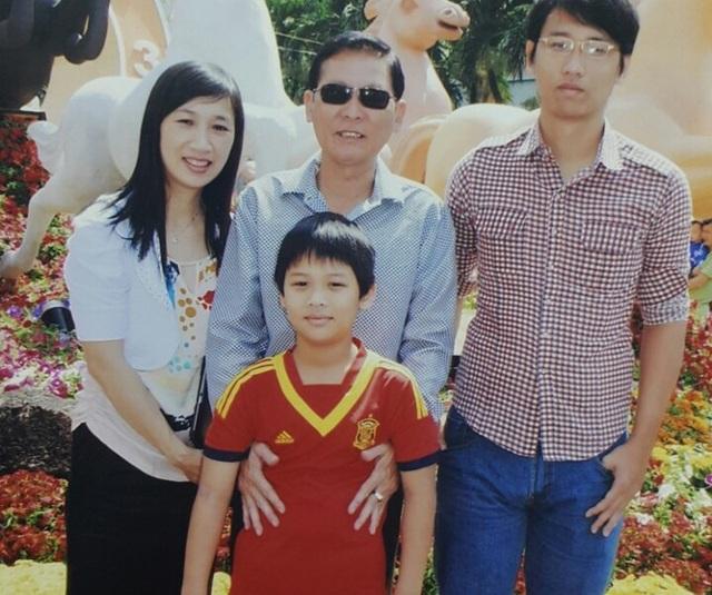 Ông Hùng cùng vợ con trước khi ông này bị bắt