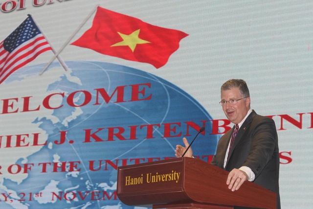 Đại sứ Mỹ tại Việt Nam Daniel J. Kritenbrink phát biểu tại Đại học Hà Nội ngày 22/11 (Ảnh: Thành Đạt)