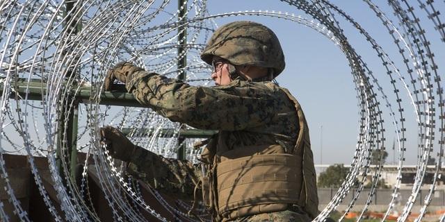 Mỹ tăng quyền cho quân đội đối phó người nhập cư ở biên giới. (Ảnh: Reuters)