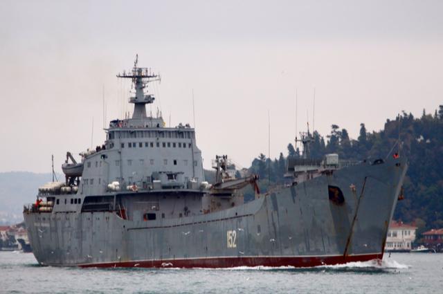 Tàu Nikolay Filchenkov 152 của Nga chở khí tài tiến về Syria. (Ảnh: AMN)