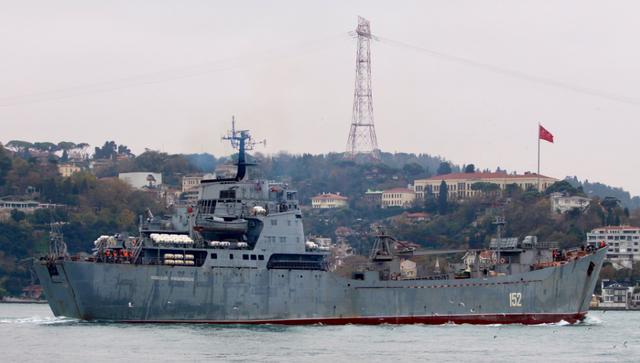 Tàu Nga được cho là chở các xe tăng và xe bọc thép tới Syria. (Ảnh: AMN)