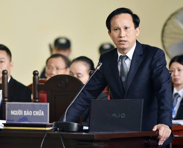 Luật sư Hoàng Văn Hướng trình bày bào chữa của mình tại tòa chiều 22/11.