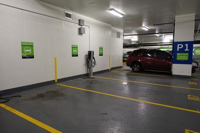 Các trạm sạc xe điện như thế này sẽ được trang bị tại 8.000 m2 tầng hầm giữ xe của King Palace