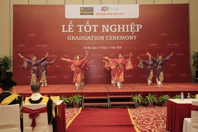 Cùng với đó là điệu múa Yosakoi của Nhật Bản cũng do các sinh viên tài năng đến từ ĐH FPT biểu diễn.