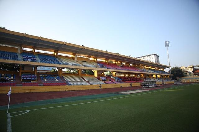 Sân Hàng Đẫy có sức chứa 25.000 khán giả và mọi thứ đã sẵn sàng cho trận đấu ngày mai