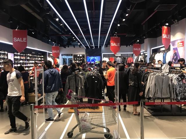 Cửa hàng thể thao luôn đông khách