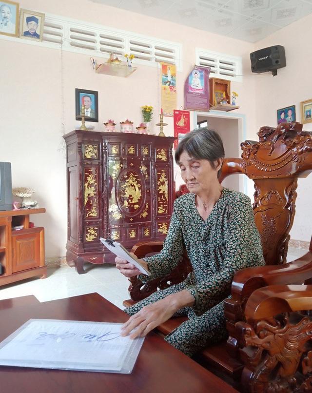 Bà Giang Thị Yên tuổi già sức yếu nhưng suốt 4 năm qua bà vẫn đội đơn đi khiếu nại từ xã đến tỉnh Kiên Giang nhưng chưa cơ quan nào trả lời thấu đáo cho bà