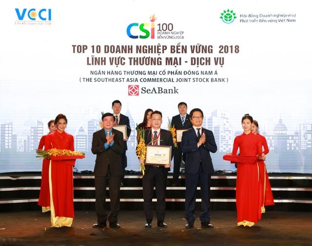 Ngày 23/11/2018 tại Hà Nội, Ngân hàng TMCP Đông Nam Á (SeABank) vinh dự được trao tặng danh hiệu Top 10 Doanh nghiệp bền vững 2018 trong lĩnh vực Thương mại - Dịch vụ.