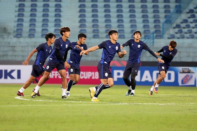 Đội tuyển Campuchia quyết tạo ra bất ngờ ở sân Hàng Đẫy - Ảnh: Gia Hưng
