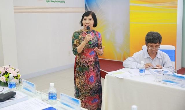 Phó giáo sư, Tiến sĩ Nguyễn Thị Kim Anh, Phó hiệu trưởng trường CĐ Sư phạm Trung ương TPHCM trao đổi tại hội thảo.