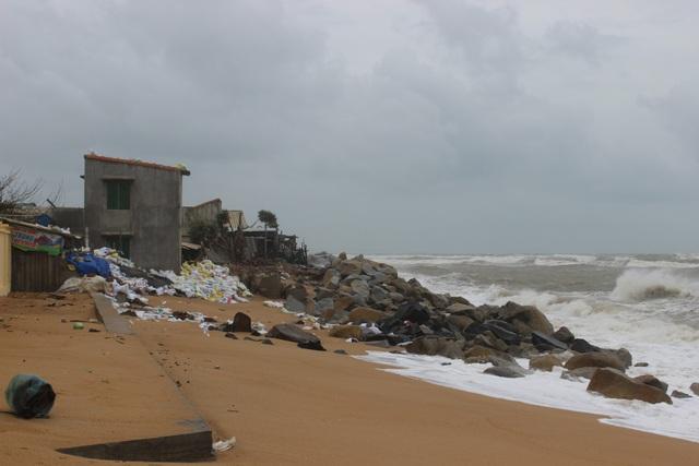 Tại Phú Yên, đến chiều tối ngày 23/11 đã bắt đầu có gió to, sóng lớn