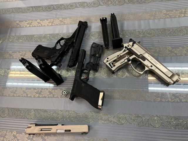 3 khẩu súng mà hành khách mang từ Pháp về Việt Nam