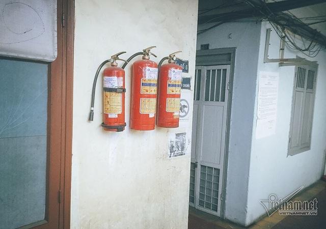 Mỗi tầng của chung cư được trang bị đầy đủ thiết bị phòng cháy chữa cháy.
