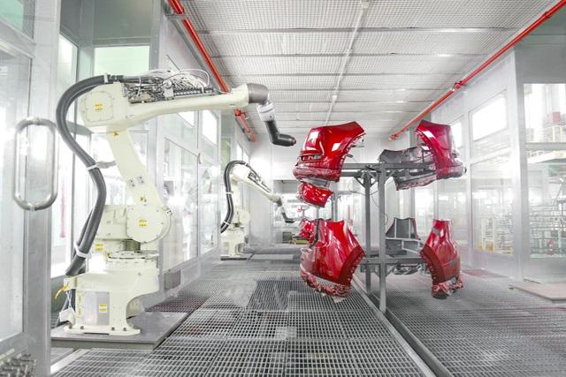 robot sơn linh kiện nhựa